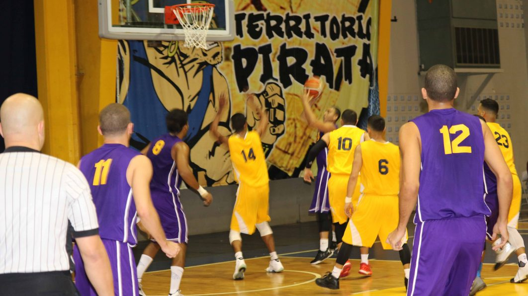 PIRATAS VS. HALCONES
