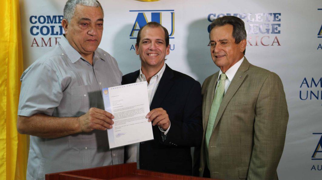 American University reconoce a Flor Meléndez