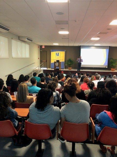 Charla: Estudia y Trabaja con Éxito