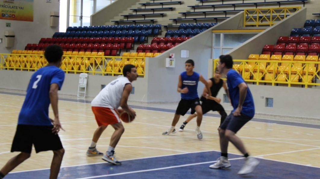 Actividad Intramural Baloncesto en el Complejo Deportivo Eugenio Guerra – AUPR BAY